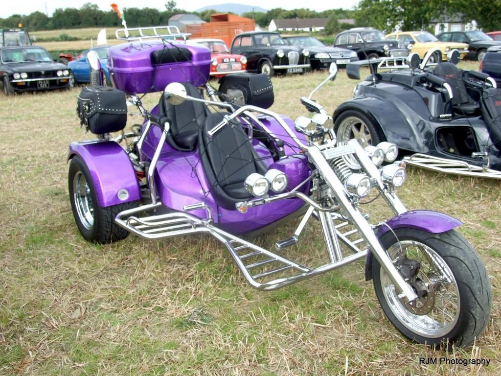 79-41-11-9-16-knockbridge-car-show-3-wheel-moter-bicky-blue