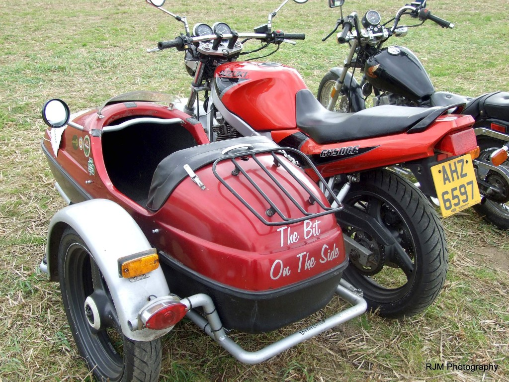 81-42ab-11-9-16-knockbridge-car-show-motorcycle-side-car-red-and-grey